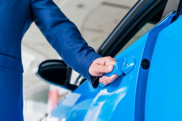 Homme, ouverture, porte voiture