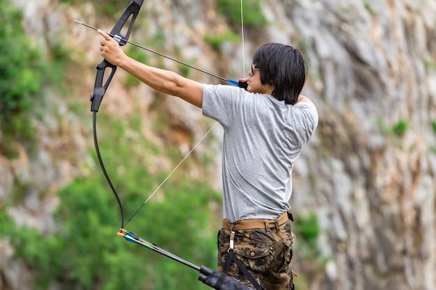 Homme, pantalon cargo, tenue, archer