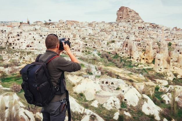 L'homme photographie la ville antique
