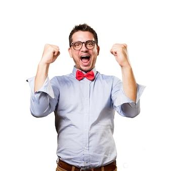 Homme portant un noeud papillon rouge. regarder succesful.