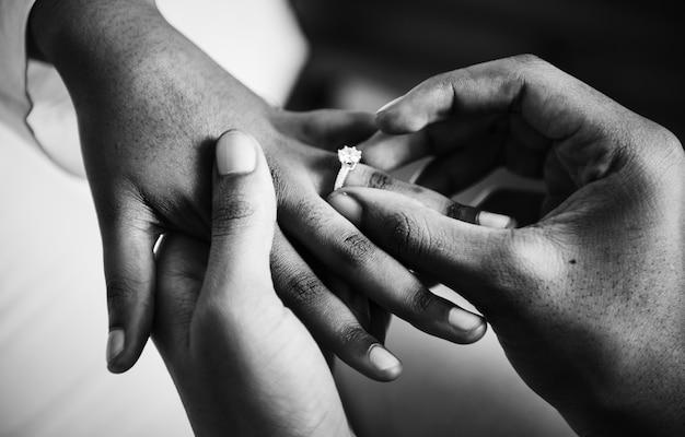 Homme proposé pour le mariage