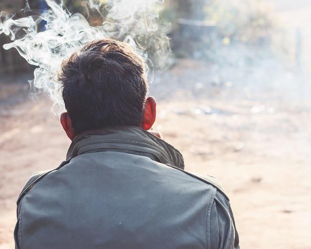 Homme qui fume