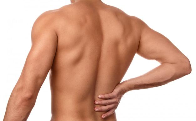 L'homme ressent une douleur dans le bas du dos