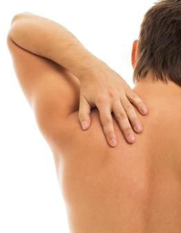 L'homme retient son dos à cause de la douleur