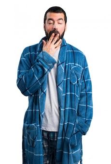Un homme en robe bâtard