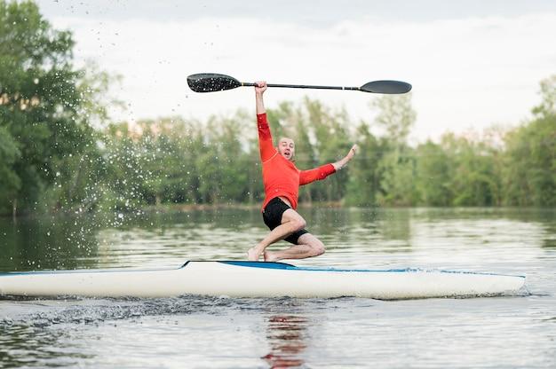 Homme, sauter hors, de, kayak