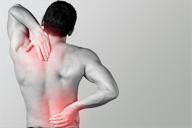 Homme souffrant de maux de dos