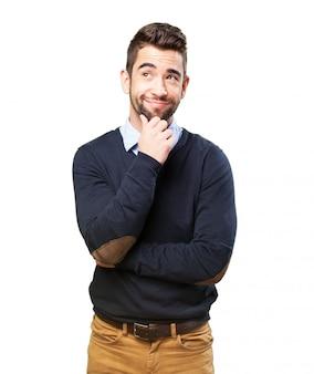 Homme souriant avec une idée