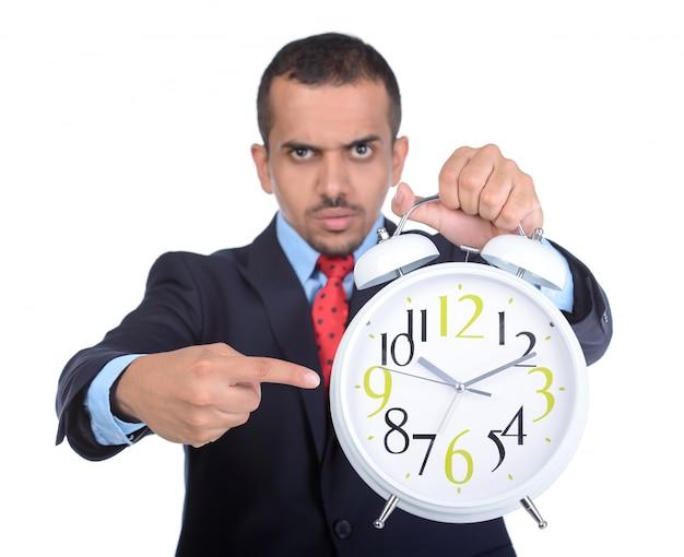 Homme strict montre sur le dia