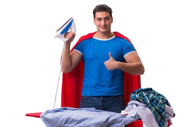Homme de super héros mari repassage isolé sur blanc