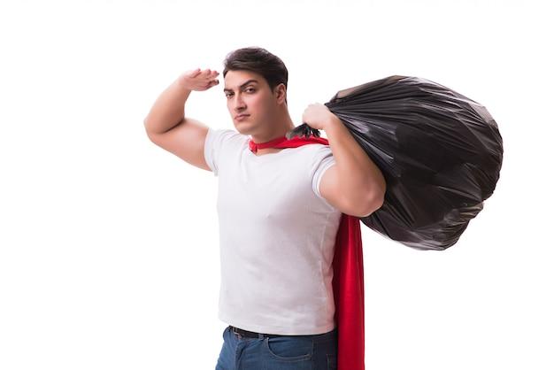 Homme de super-héros avec sac poubelle isolé