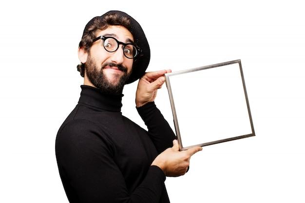 Homme tenant un cadre