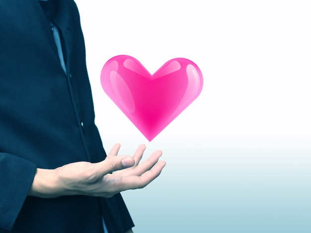 Homme tenant coeur, concept de l'amour, service médical
