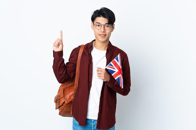 Homme tenant un drapeau britannique isolé pointant vers le haut une excellente idée