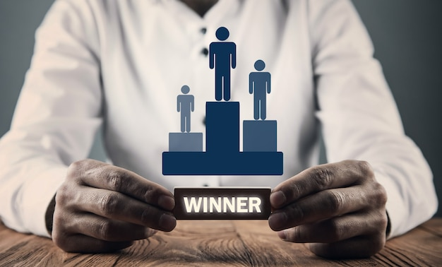 Homme tenant les gagnants du podium avec des icônes humaines. gagnant