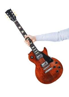 Homme tenant une guitare électrique marron, isolé sur blanc