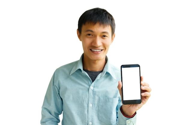 Homme tenant un smartphone à la main. homme d'affaires montrant un smartphone isolé sur wihte.