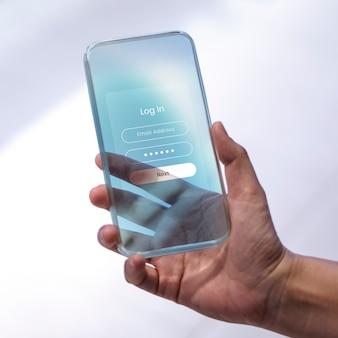 Homme tenant un téléphone portable avec écran de connexion