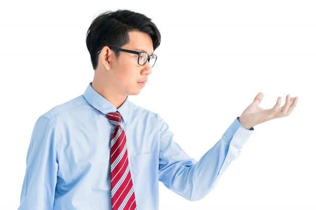 Homme tendre la main isolé