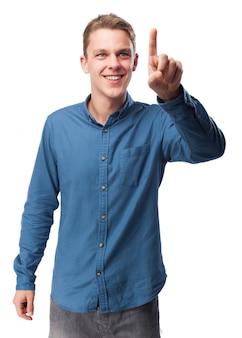 Homme touchant l'air avec un doigt