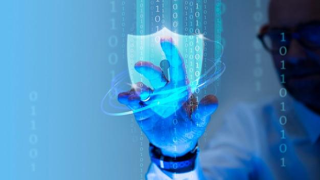 Homme touchant une icône de bouclier de cadenas