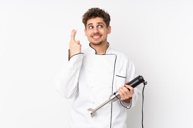Homme, utilisation, mélangeur main, blanc, mur, doigts, croisement