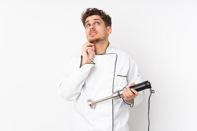 Homme, utilisation, mélangeur main, blanc, pensée, une, idée