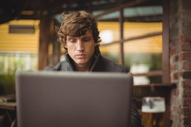 Homme, utilisation, ordinateur portable