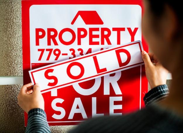Homme a vendu la maison