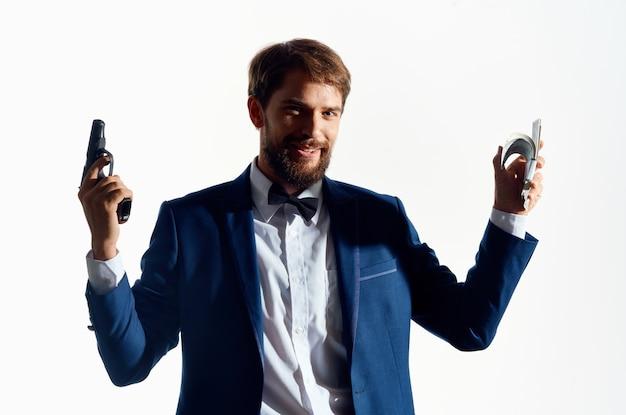 Hommes d'affaires avec une arme à la main émotions studio