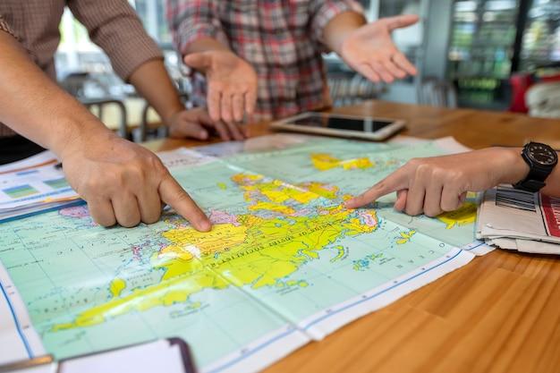Les hommes d'affaires envisagent de commercialiser en plaçant le pays sur la carte