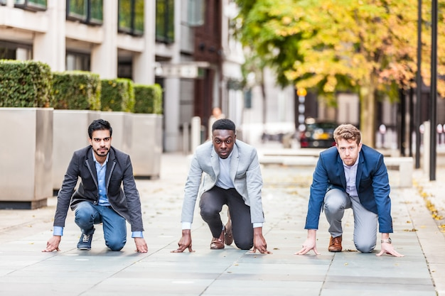 Des hommes d'affaires prêts à relever un défi à londres