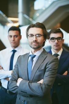 Hommes d'affaires professionnels au travail