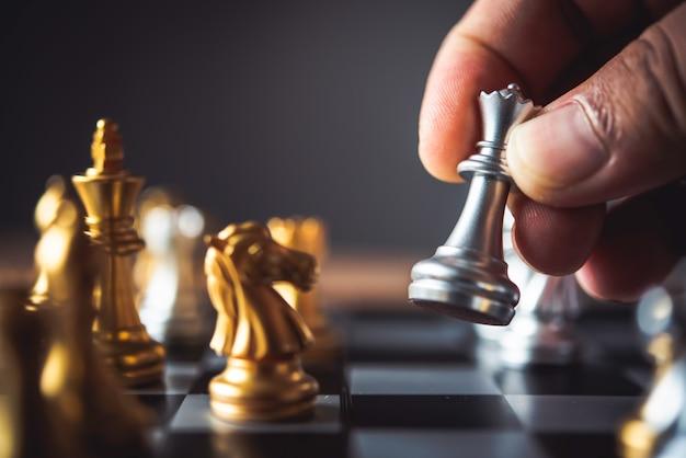 Les hommes d'affaires utilisent des idées d'échecs - idées de planification d'entreprise