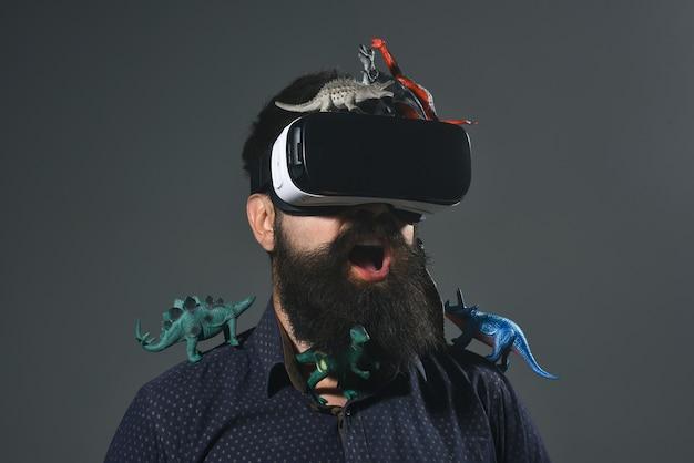 Hommes utilisant un casque de réalité virtuelle dispositif de réalité virtuelle lunettes de réalité virtuelle technologie future