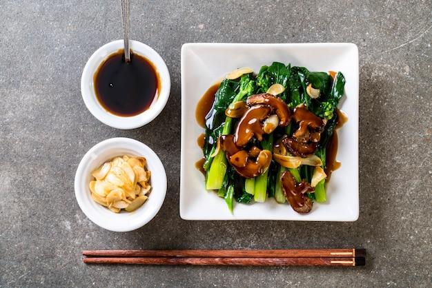 Hong kong kale sauté à la sauce d'huître