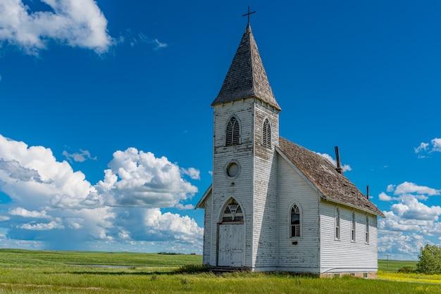 Hope lutheran church dans la ville fantôme de kayville, sk, canada