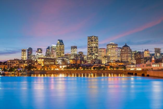Horizon du centre-ville de montréal au coucher du soleil au canada