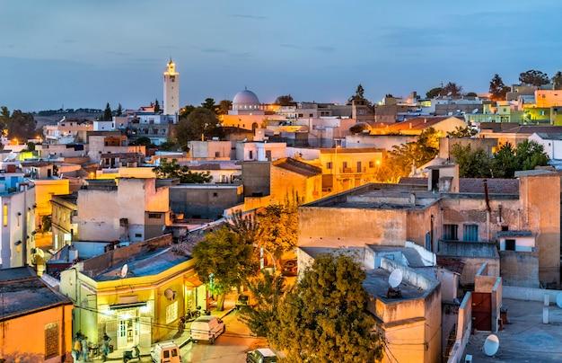 Horizon nocturne d'el kef, une ville du nord-ouest de la tunisie. afrique du nord