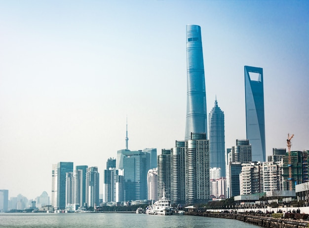 Horizon de shanghai en journée ensoleillée, chine