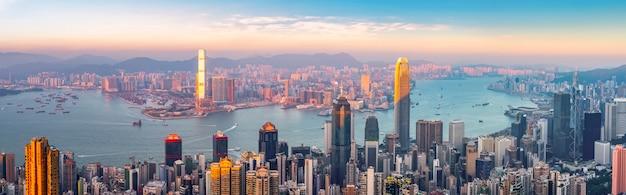 Horizon urbain et paysage architectural de nuit à hong kong
