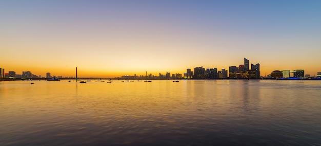 Horizon de la ville au coucher du soleil, hangzhou, chine