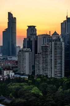 Horizon de la ville avec quartier résidentiel