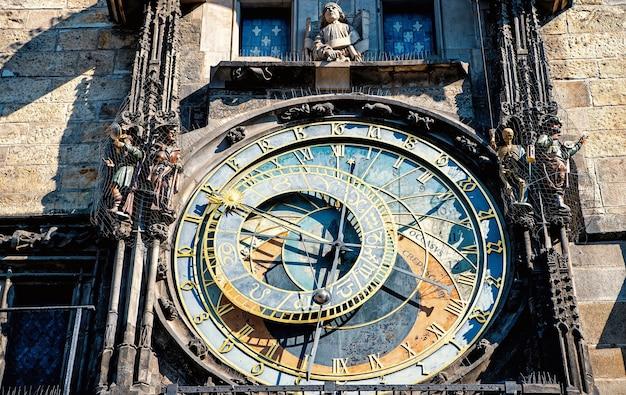 Horloge astronomique de prague dans la vieille ville de prague. république tchèque
