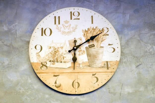 Horloge sur béton