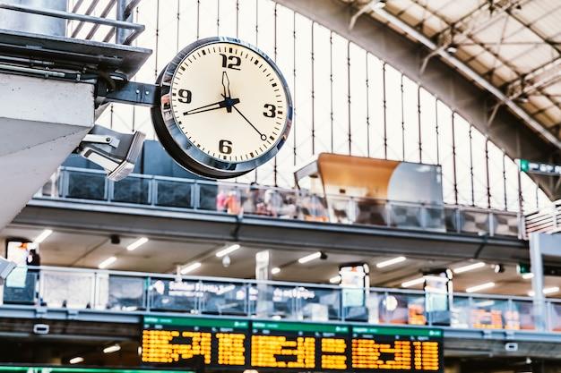 Horloge dans une gare