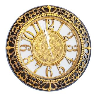 Horloge avec décoration en or montre l'approche de la nouvelle année