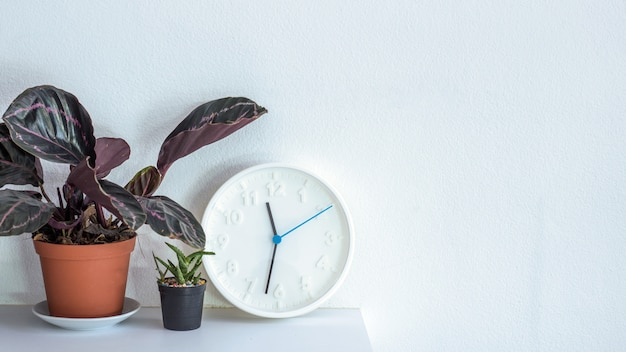 Horloge décorative sur le mur