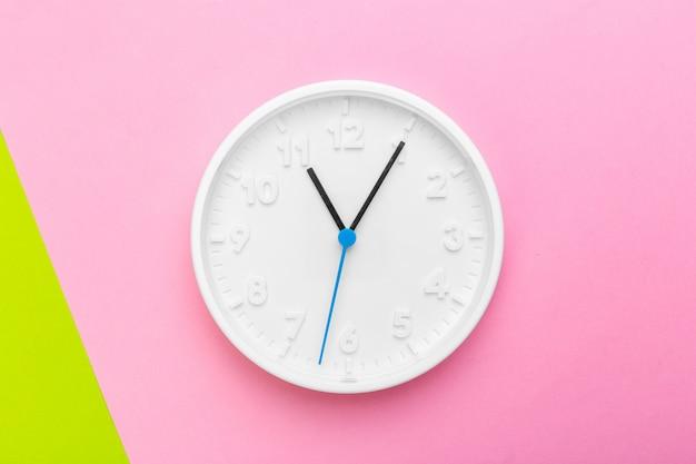 Horloge murale en couleur