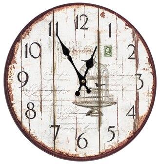 Horloge murale vintage isolée sur fond blanc.